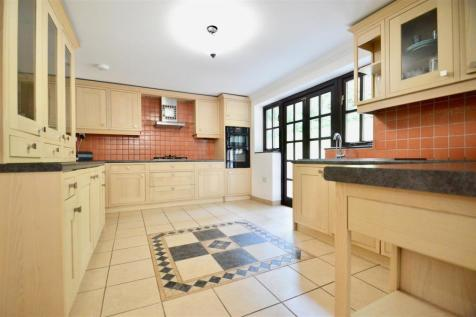 Rhododendron Avenue, Meopham, Gravesend. 4 bedroom detached house