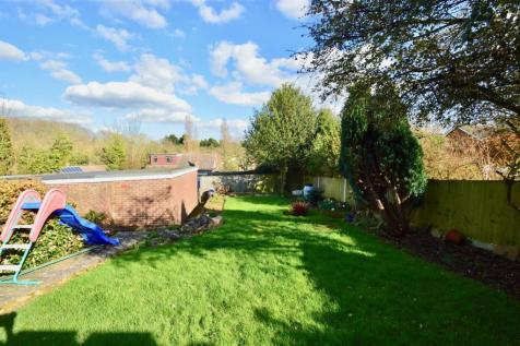 Edgehill Gardens, Istead Rise, Gravesend. 3 bedroom semi-detached bungalow