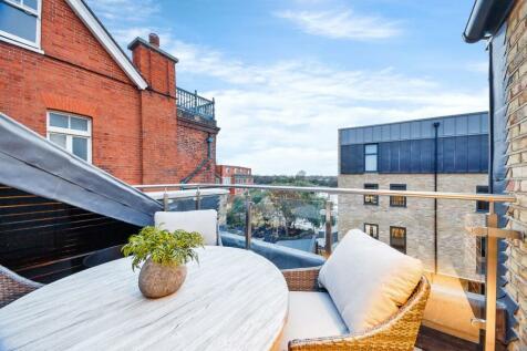 Palace Wharf, London, W6. 2 bedroom apartment