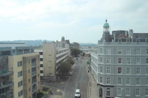 The Crescent, Plymouth, Devon, PL1. 1 bedroom apartment
