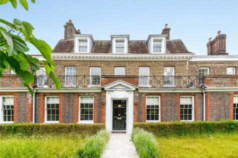 Hampton Court Road, East Molesley, Richmond, KT8. 7 bedroom semi-detached house