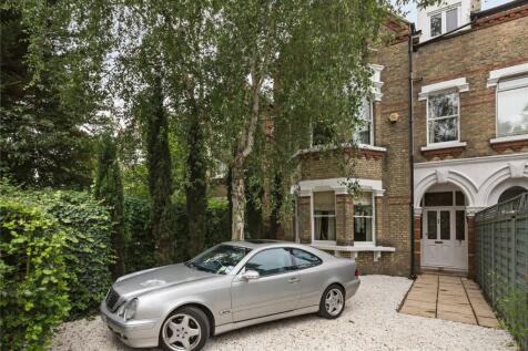 St Margarets Road, St Margarets, Twickenham, TW1. 4 bedroom semi-detached house