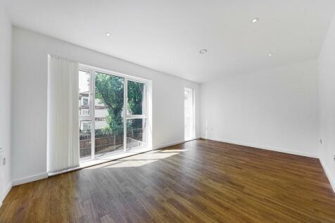 Reynard Way, Brentford, Middlesex, TW8. 3 bedroom house