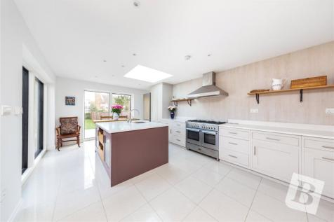 Station Road, Loughton, IG10. 3 bedroom terraced house for sale