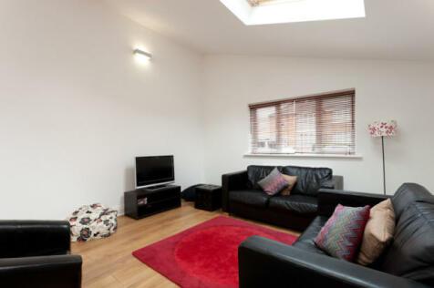 Carlton Avenue, York, North Yorkshire, YO10. 5 bedroom semi-detached house