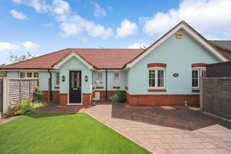 Longfield Road, Tring. 4 bedroom bungalow for sale