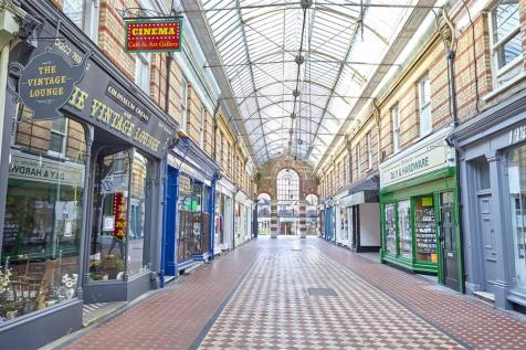 Westbourne Arcade, Poole Road, Bournemouth, BH4. 1 bedroom apartment