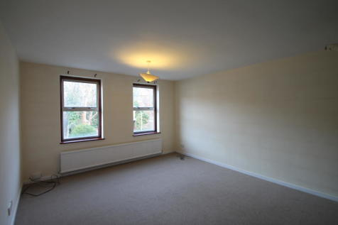 Ravensbourne Road, Bromley BR1. 2 bedroom flat