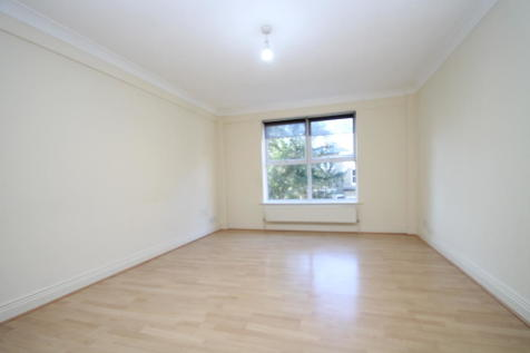Ringers Road, Bromley, BR1. 2 bedroom apartment