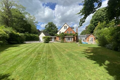 Mount Avenue, Hutton Mount, Brentwood. 5 bedroom detached house for sale