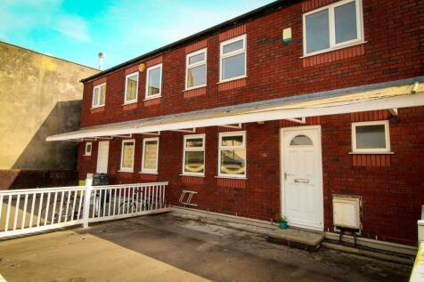 Boland Drive, Fallowfield. 4 bedroom flat