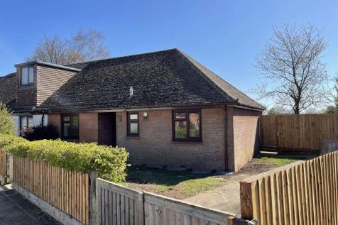 A recently renovated 2 bedroom semi-detached bungalow in the sought after village of Brill. 2 bedroom semi-detached bungalow