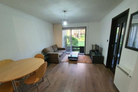 Braybourne Drive, Isleworth, TW7. 1 bedroom ground floor flat