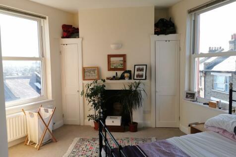 Ivanhoe Road, London, SE5. 1 bedroom flat