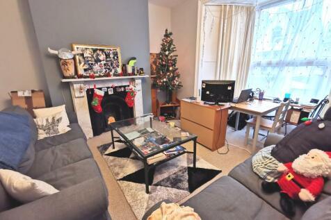 Eaton Crescent, Uplands. 2 bedroom flat