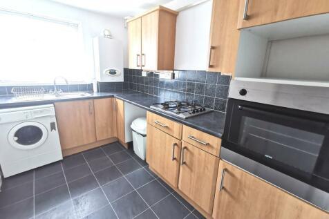 Clas-y-Bedw, Waunarlwydd. 1 bedroom flat