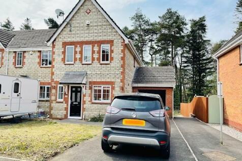 Ffordd Ger y Llyn, Tircoed Fforest Village. 3 bedroom house