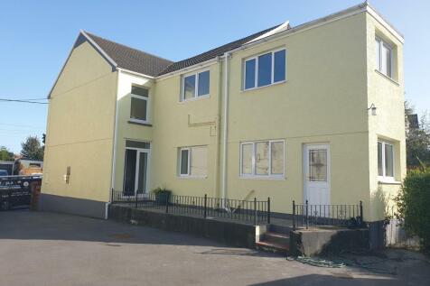 High Street, Grovesend, Swansea. 3 bedroom house