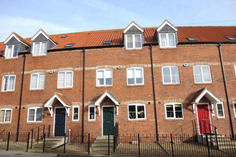 Eastgate North, Driffield. 4 bedroom town house