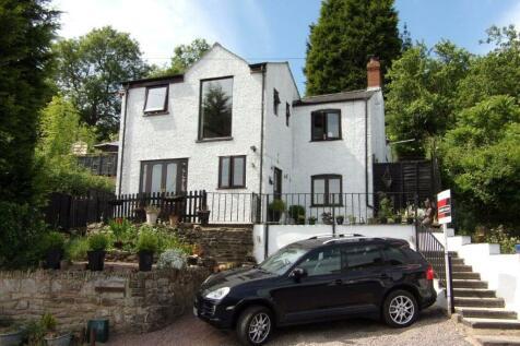 Morse Road, Drybrook, Gloucestershire, GL17. 3 bedroom detached house