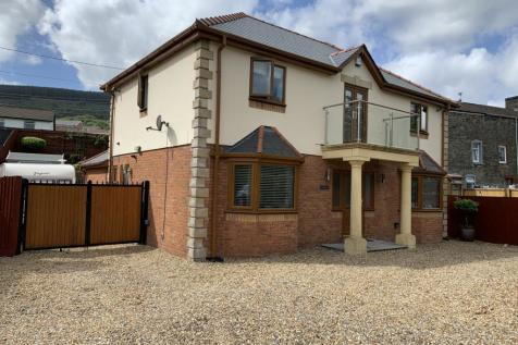 Pond Row, Abercanaid, Merthyr Tydfil, CF48. 4 bedroom detached house for sale