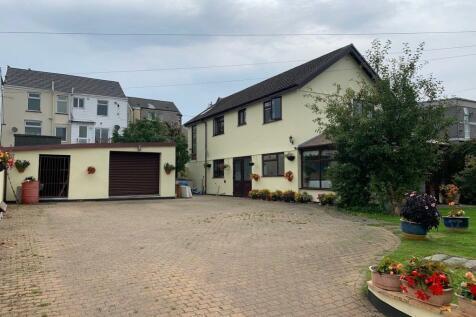 Pontycapel Road, Cefn Coed, Merthyr Tydfil, CF48. 3 bedroom detached house for sale