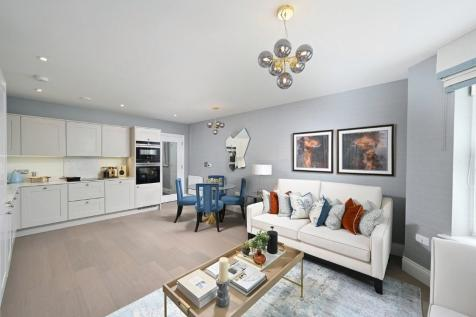 London Road, Sevenoaks, Kent, TN13 1BA. 3 bedroom apartment for sale