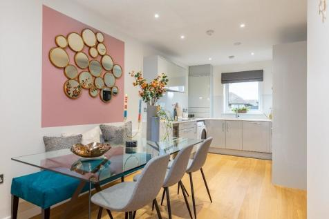 Suttons Lane, Havering, Hornchurch, RM12. 4 bedroom detached house for sale