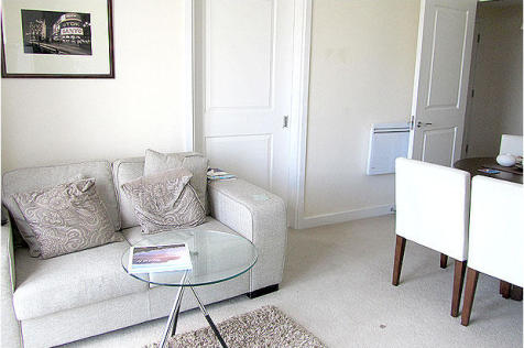 Reed House, Durnsford Road, Wimbledon, SW19. 1 bedroom flat