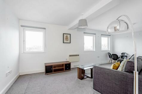 Warple Way, Acton, W3. 1 bedroom flat