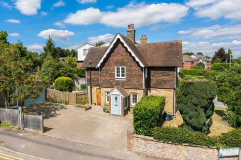 Hadlow Road, Tonbridge. 3 bedroom detached house for sale
