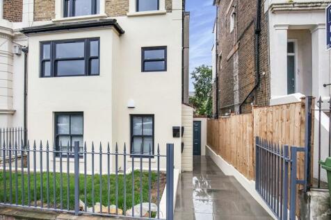 Lordship Lane, London, SE22. 2 bedroom terraced house