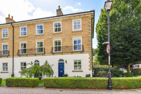 King George Gardens, Chichester. 3 bedroom end of terrace house