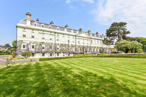 King George Gardens, Chichester. 2 bedroom flat