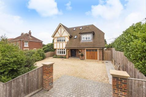Holly Hill Lane, Sarisbury Green, Hampshire. 5 bedroom detached house