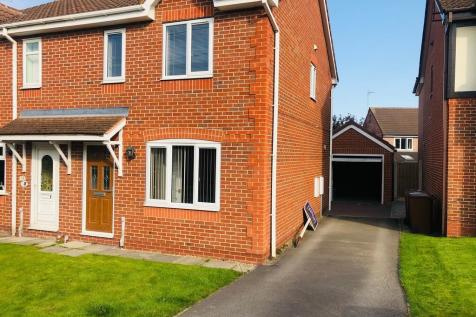 Laithes View, Wakefield. 3 bedroom semi-detached house