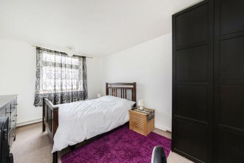 Roseford Court, W12. 2 bedroom flat