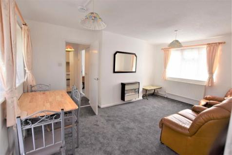 Ray Lodge Road, Woodford Green, Essex. IG8 7PG. 1 bedroom flat