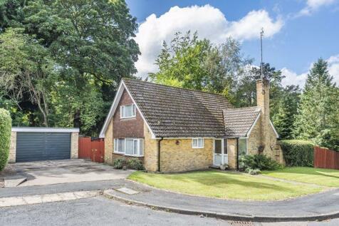 Yew Tree Drive, Caterham. 4 bedroom detached house