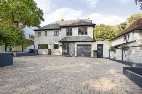 Park Road, Kenley. 4 bedroom detached house