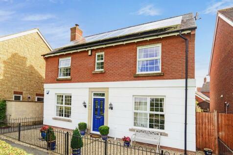 Casterbridge Way, Gillingham, SP8. 4 bedroom detached house