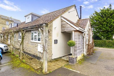Burton Street, Marnhull, DT10. 2 bedroom cottage