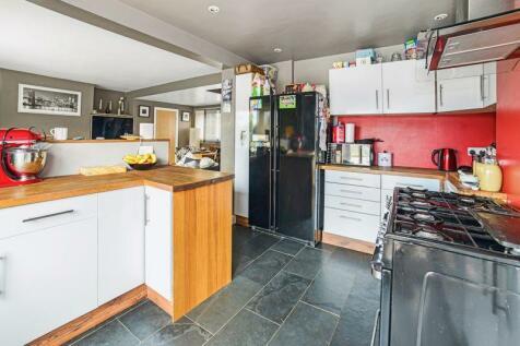 Shaftesbury Road, Gillingham, SP8. 3 bedroom semi-detached house