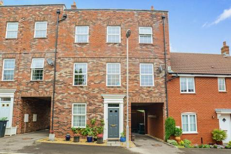 North Fields, Sturminster Newton, DT10. 4 bedroom terraced house