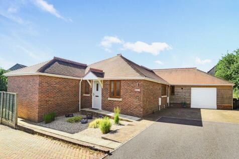 Wyke Road, Gillingham, SP8. 3 bedroom detached bungalow