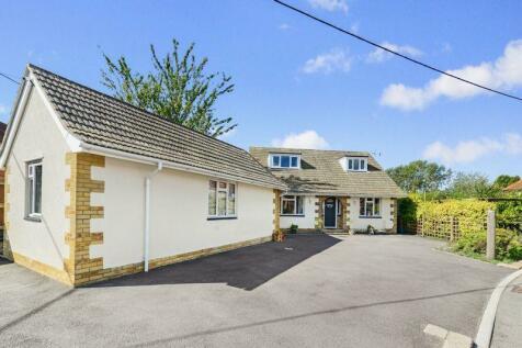 Tomlins Lane, Gillingham, SP8. 4 bedroom bungalow