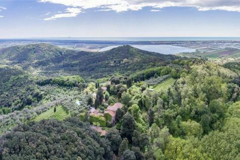 Tuscany, Lucca. 20 bedroom villa for sale