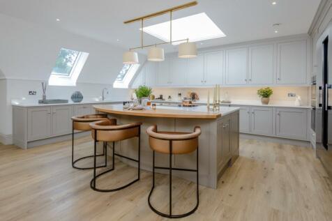 Birchcroft, Brockenhurst Road, Ascot, Berkshire. 3 bedroom flat for sale