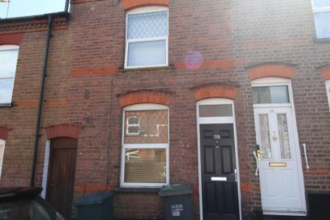 Cambridge Street, Town Centre, Luton, LU1. 3 bedroom terraced house