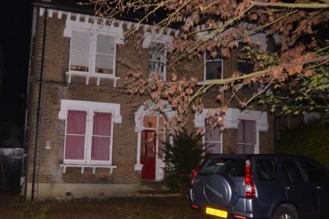 Palace Rd, Tulse HIll, London, SW2. 2 bedroom flat